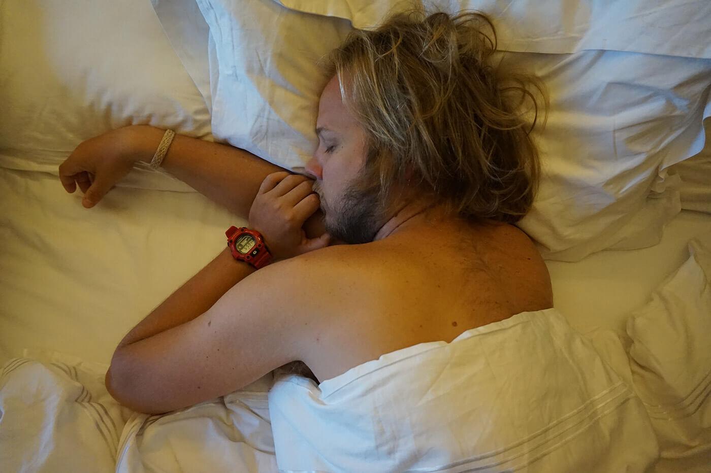 miksi-joogi-heraa-aikaisin-nukkuva-mies