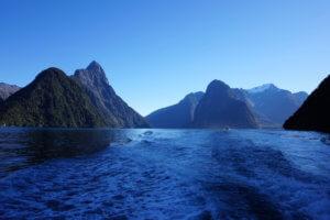 positiivinen-ajattelu-merimaisema-aallot-edustavat-mielen-heittelya