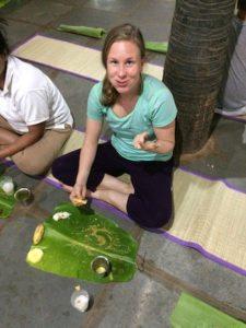millainen-on-joogin-ruokavalio-ashram-ruoka-banaaninlehdelta