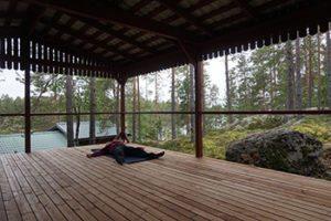 joogan-viisi-periaatetta-shavasana-rentoutuminen-luonnossa