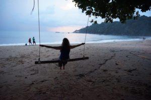 mita-meditaatio-on-keinu-rannassa-arjen-meditaatiota